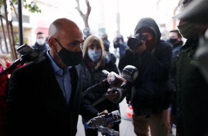 El exjefe de los servicios secretos de Argentina Gustavo Arribas frente al juzgado de Lomas de Zamora, el pasado julio.