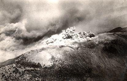 Erupción del volcán de San Juan en 1949 cerca de Fuencaliente (La Palma).