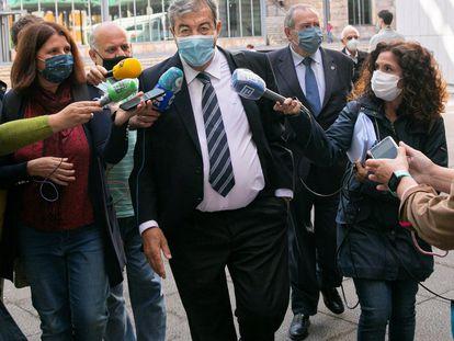 Francisco Álvarez-Cascos, a su llegada este miércoles a los juzgados de Oviedo para declarar como imputado.