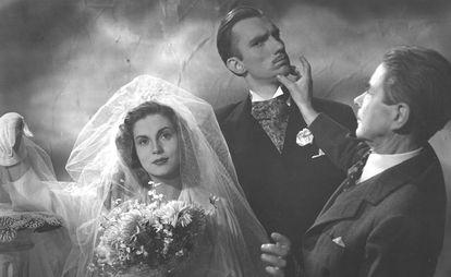 Isabel de Pomés y Fernando Fernán-Gómez en un fotograma de 'La muralla feliz', de Enrique Herreros (1947).