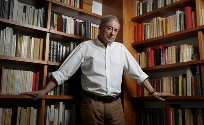 Félix de Azúa, el martes, en su casa de Madrid.