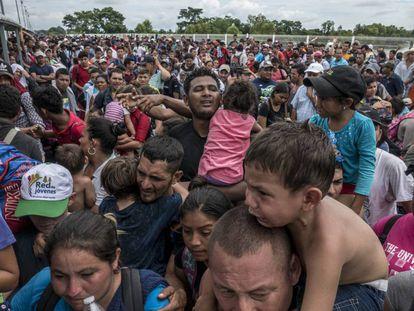 Migrantes en la frontera de México con Guatemala.