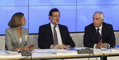 Maria Dolores de Cospedal, Mariano Rajoy y Javier Arenas en el Comité Ejecutivo del PP.