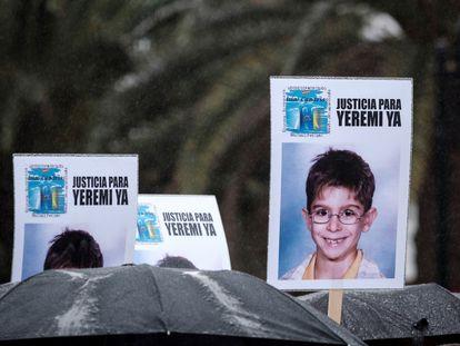 Carteles con la imagen de Yeremi Vargas, en una concentración de apoyo a la familia en diciembre de 2017 en Las Palmas de Gran Canaria.