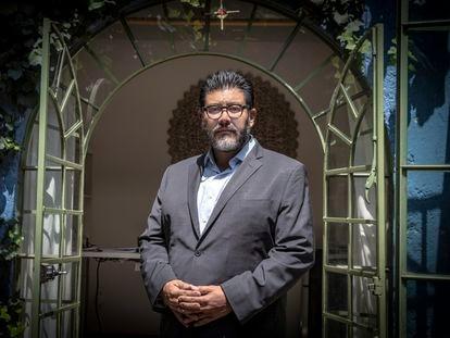 El magistrado del Tribunal Electoral Reyes Rodríguez Mondragón, este miércoles tras la entrevista con EL PAÍS en su domicilio.