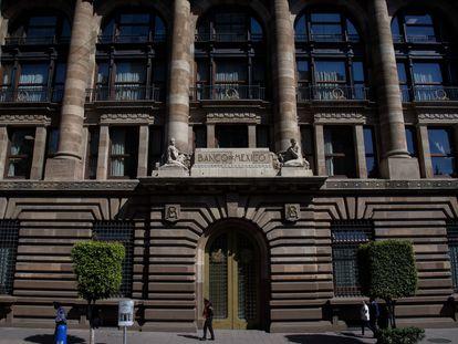 Fachada del Banco de México en el Centro Histórico de la Ciudad de México.