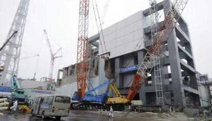 Desmantelamiento del reactor 4 de la central nuclear de Fukushima en Japón.