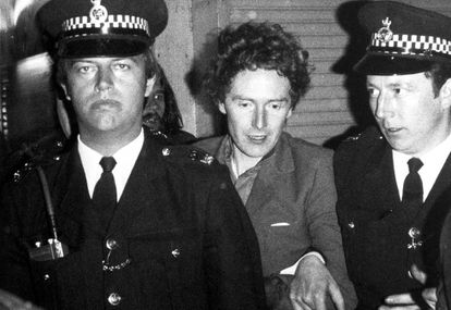Malcolm McLaren, tras ser arrestado por Scotland Yard junto a los Sex Pistols.