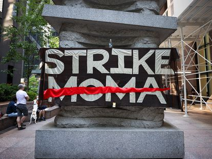 Protestas del movimiento Strike MoMa ante la fachada principal del museo neoyorquino, el pasado 21 de mayo.