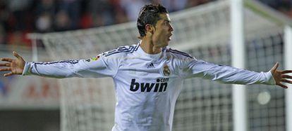 Cristiano celebra un gol al Mallorca el 6 de mayo de 2010./AFP