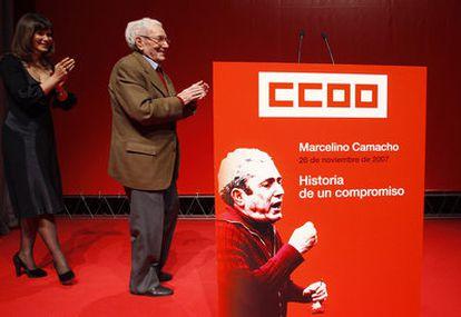 El ex presidente de CC OO, Marcelino Camacho, durante el homenaje que le rindieron en 2007 sindicalistas y políticos en Madrid.