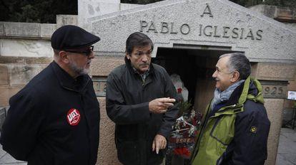 El líder de UGT José María Alvarez, Javier Fernández, presidente de la gestora del PSOE y Lopez Reillo de UGT Madrid.
