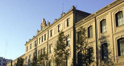 Fachada del edificio de la Tabacalera, rehabilitado por Secopsa.