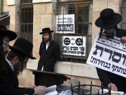 Judíos ultraortodoxos protestan contra las elecciones israelíes en Jerusalén.