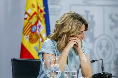 La vicepresidenta tercera del Gobierno, Yolanda Díaz, comparece tras el Consejo de Ministros extraordinario el 27 de mayo.
