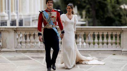 Carlos Fitz James-Stuart y Belén Corsini, tras la boda.