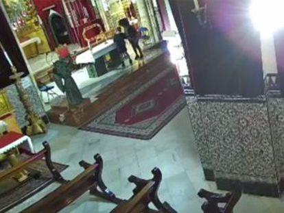 Las arrestadas están acusadas de un delito de hurto y otro contra los sentimientos religiosos