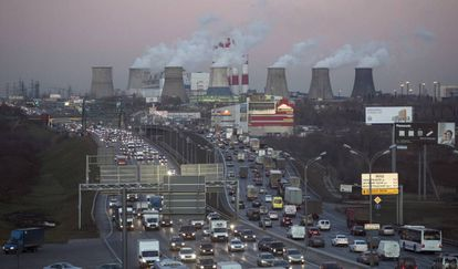 Central térmica junto a una carretera de Moscú la pasada semana.