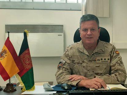 El coronel Alfonso Álvarez en su despacho del cuartel de la OTAN de Kabul (Afganistán).