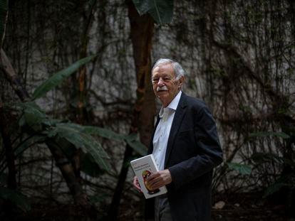 Eduardo Mendoza, con su libro 'Transbordo en Moscú'