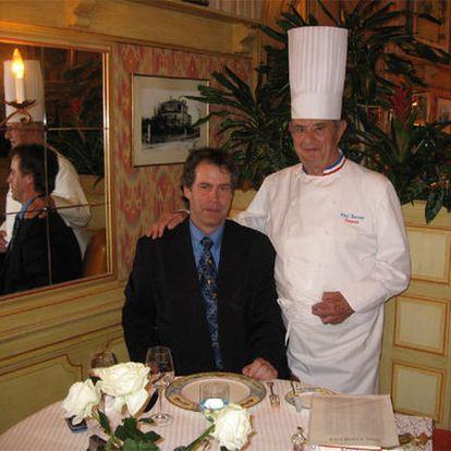 Pascal Henry, junto a su amigo el <i>chef</i> Paul Bocuse el pasado 5 de mayo, primer día de su <b><i>tour gourmet.</b></i>