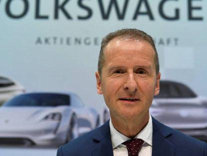 El nuevo presidente mundial de Volkswagen, Herbert Diess, este viernes tras la conferencia de prensa en Wolfsburgo (Alemania).
