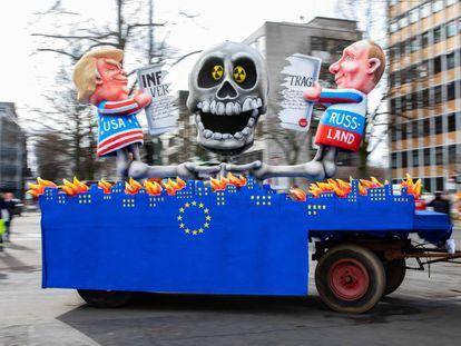 Trump y Putin, el 4 de marzo en una carroza de carnaval en Düsseldorf.