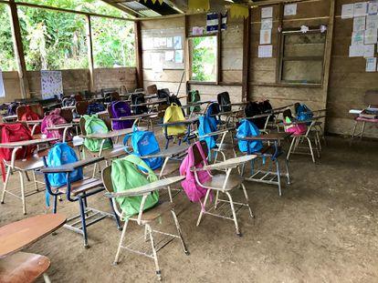 Un aula vacía en una escuela rural.
