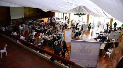Los participantes de LABICxLaPaz trabajan en el Club Clombia de Pasto (Nariño).