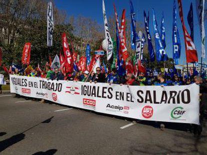 Los trabajadores penitenciarios se manifiestan en Madrid y anuncian paros a partir del 3 de abril