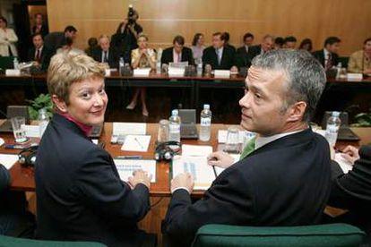 El secretario de Estado de Seguridad, Antonio Camacho, y la secretaria de Estado de Inmigración, Consuelo Rumí, durante la reunión con sus homólogos europeos.