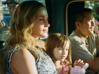 Alicia Vikander y Justin Chon, en el rodaje de 'Blue Bayou'.