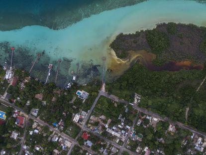 Vista aérea de la laguna de Bacalar en Quintana Roo.