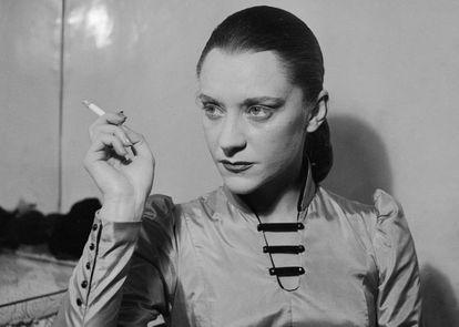 María Casares, en 1949 en un montaje de 'Los justos',  de Camus, en el Teatro Hébertot de París.