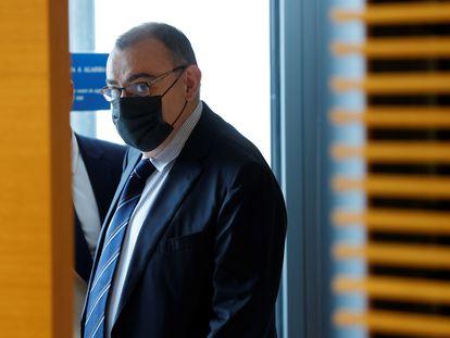 El comisario jubilado Enrique García Castaño, conocido como 'El Gordo', este jueves en el Congreso antes de su comparecencia.