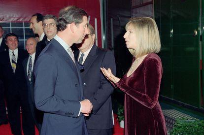 Carlos y Barbra Streisand, en Wembley en abril de 1994.