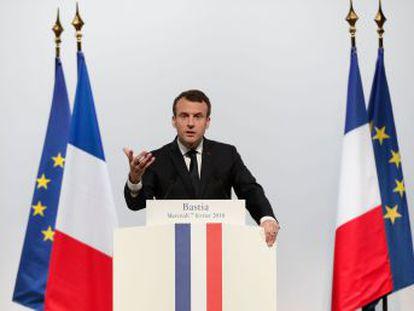 El presidente francés rechaza la cooficialidad de la lengua, los límites al acceso a vivienda para los no-residentes y la amnistía para los presos en un discurso en la isla
