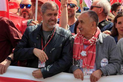 Los secretarios generales de UGT y CC OO, Pepe Álvarez (derecha) y Unai Sordo, en la marcha de Madrid.
