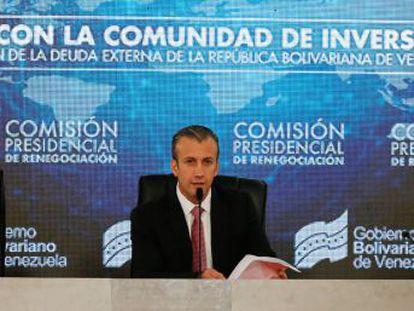 La agencia calificadora Standars & Poors rebajó a  default  parcial la deuda soberana del país sudamericano después de incumplir con el pago de los intereses de dos bonos