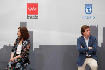 La presidenta de la Comunidad de Madrid, Isabel Díaz Ayuso, y el alcalde de la capital, José Luis Martínez Almeida, durante su intervención en la presentación en la Real Casa de Correos, sede del Gobierno regional, de la maqueta del proyecto final Madrid Nuevo Norte.