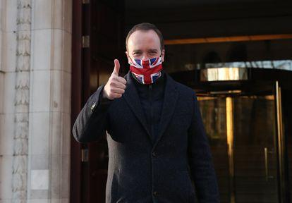 El ministro de Sanidad británico, Matt Hancock, tras conocer la aprobación de la vacuna de Oxford y Astrazeneca este miércoles.