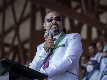 El primer ministro etíope Abiy Ahmed se dirige a sus seguidores durante un mitin en el estadio de Jimma celebrado el pasado 16 de junio.