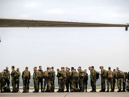 Soldados holandeses, de camino a Noruega para participar en el ejercicio de la OTAN Trident Juncture 2018.