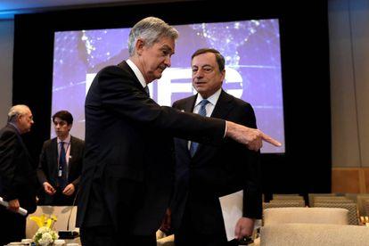 Jerome Powell, presidente de la Reserva Federal, y Mario Draghi, presidente del BCE