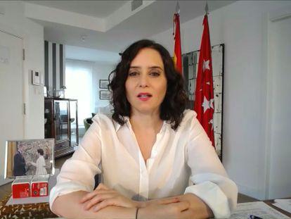 Isabel Díaz Ayuso, en una videoconferencia desde el apartotel en que se hospeda el 27 de marzo.