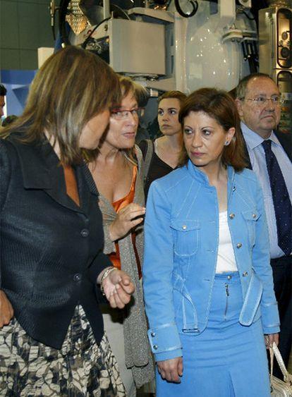 Elena Espinosa, en el centro, ayer en la Fira de Barcelona.