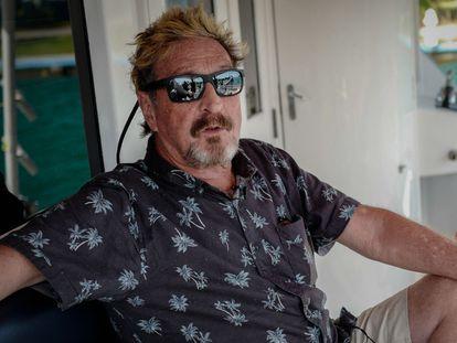 El empresario John McAfee, durante una entrevista el 4 de julio de 2019 a bordo de su yate, anclado en La Habana.