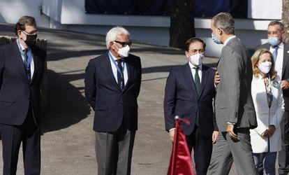 Los ex presidentes Mariano Rajoy y Felipe González y los ministros Nadia Calvinho y José Manuel Albarez en la recepción del Rey Felipe VI en la inauguración del III Foro La Toya Vinculo Atlántico.