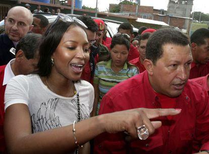 La modelo Naomi Campbell, que entrevistó al presidente para la revista 'GQ', en una visita a Hugo Chávez a Venezuela de 2007.