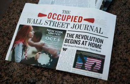 Miembros de Occupy Wall Street publican un periódico con el nombre 'The Occupied Wall Street Journal' donde hacen un recuento de las tres semanas de protestas